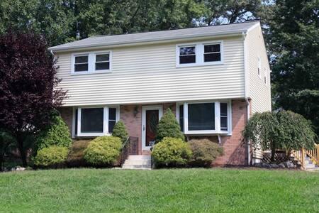 5 bedroom house - great area! (88) - East Brunswick - Rumah