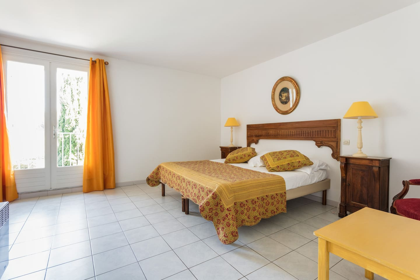 Large confortable double room - upstairs.