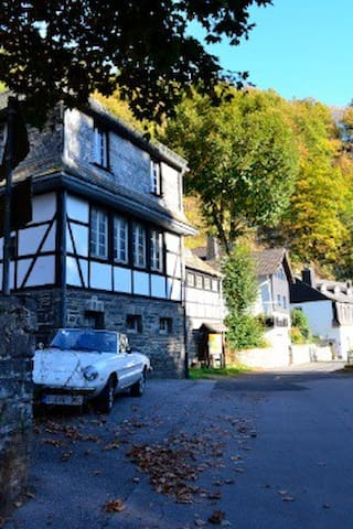 The Old Caretakers House - Monschau - Apartmen