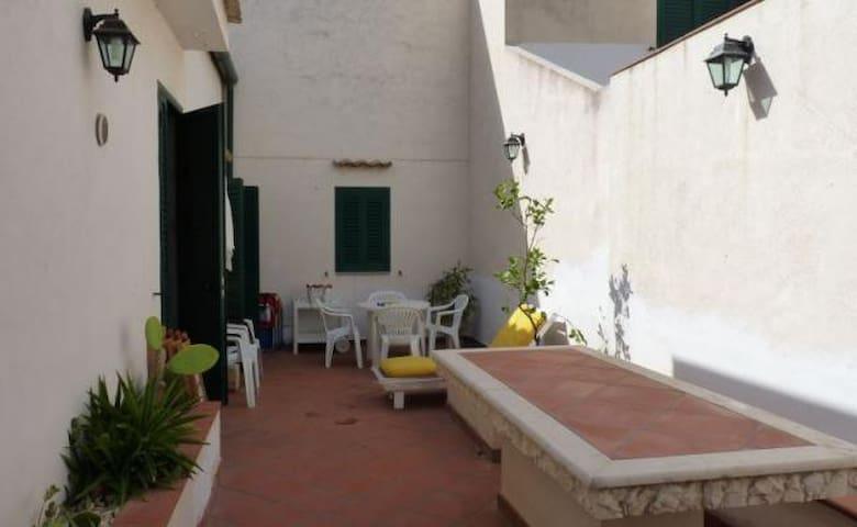 Casa singola e ampio spazio esterno - Marina di Ragusa - Ev