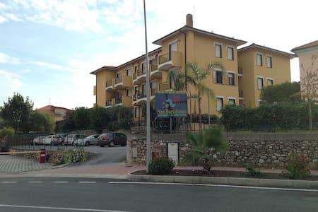 Bel appartement à 800 m de la mer - San Bartolomeo Al Mare - Lägenhet