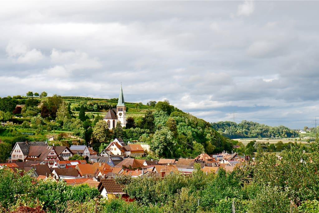 Von Bahlingen aus führen viele schöne Wanderwege in das Naturparadies Kaiserstuhl