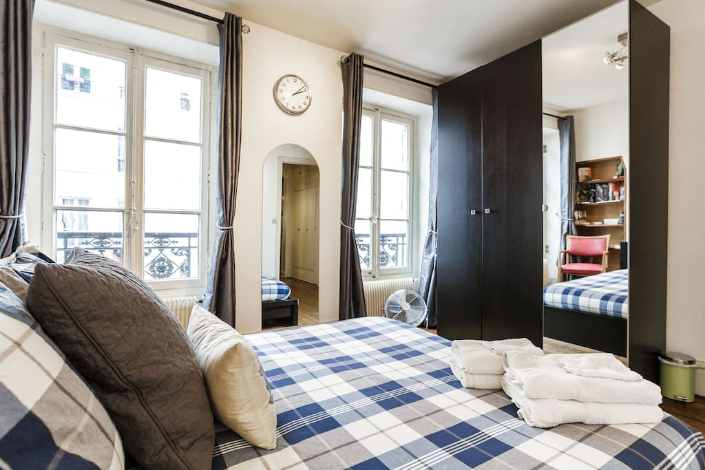★★★★★Paris : Love nest by the canal