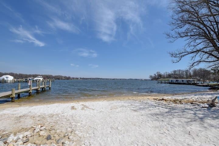 Waterfront Annapolis Apartment!  (South River)