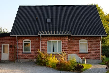 Family Villa, 12 min from Downtown. - Hasselager - House - 1