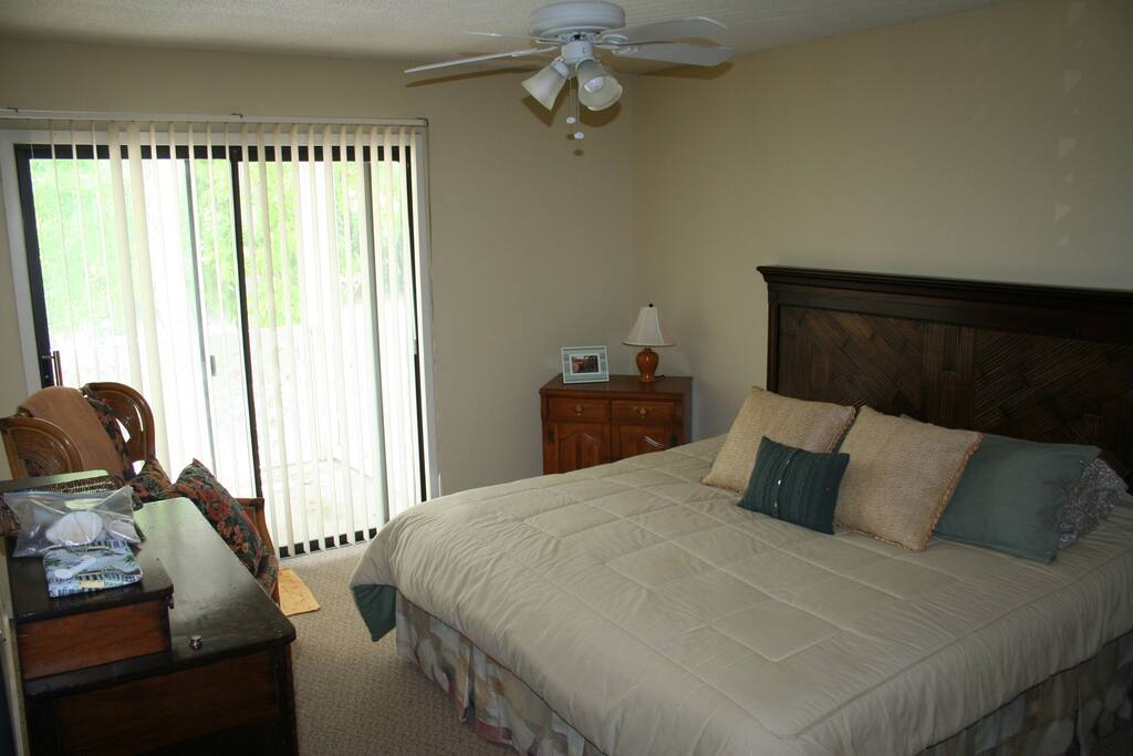 Master Bedroom / King size bed