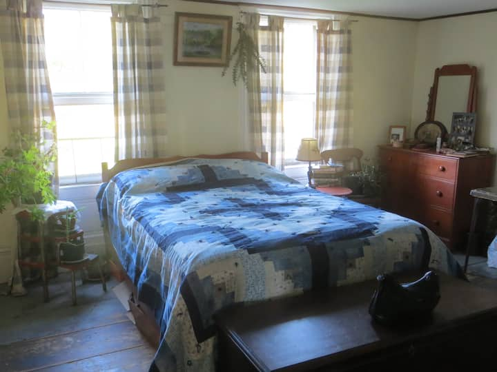 Room for rent in farm family home