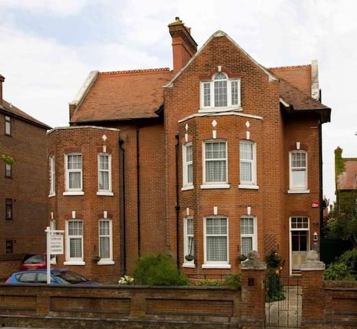 Huge welcoming self contained flat  - Southsea - Apartemen