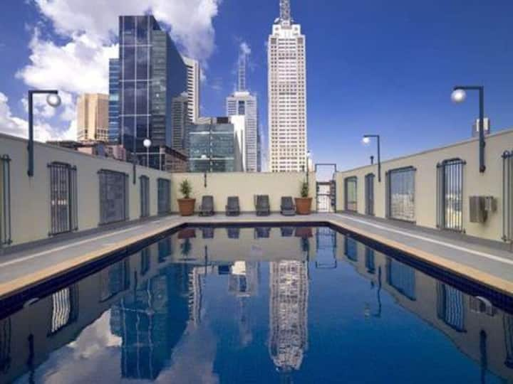 Roof top pool Apartment with Free Wifi, 房东说汉语, 粤话