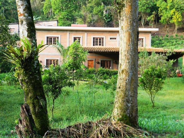 Aguas del Arenal. Habitación en Paraíso terrenal.