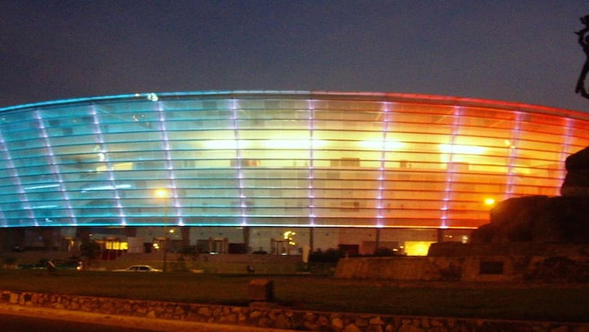 Tu habitación 2-22, se encuentra a un costado del centro de convenciones y espectáculos más importante de Acapulco (MUNDO IMPERIAL)