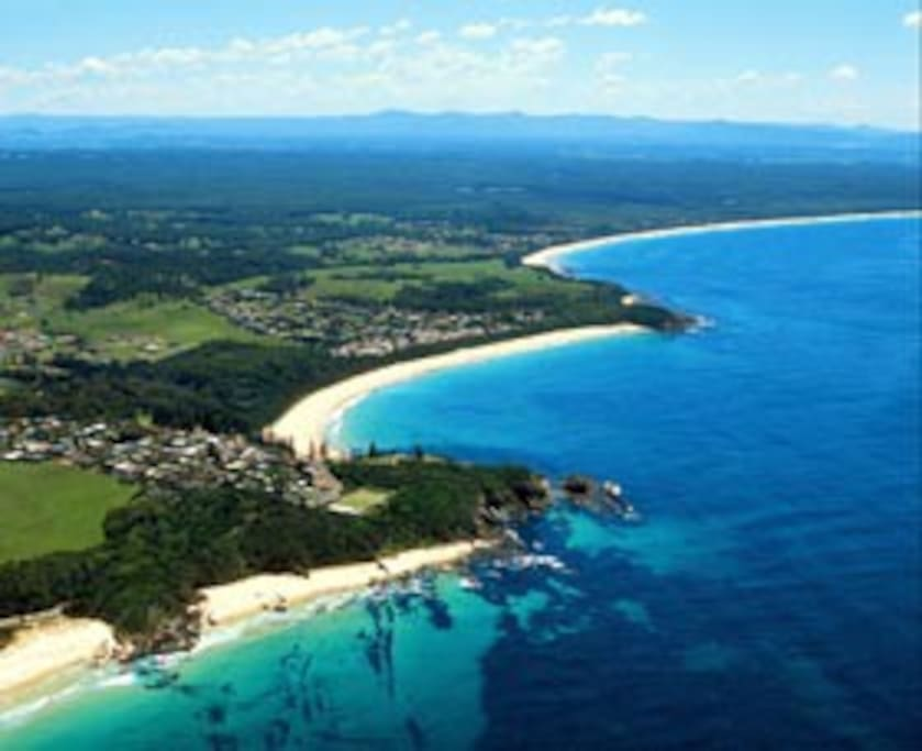 Blackhead Beach is ideal for swimming, surfing, body boarding, fishing and beach walks. Surrounded with littoral rainforest and striking coastal landforms this beach walk is a must for nature lovers and keen photographers.