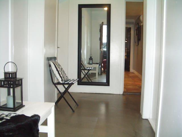 Cozy studio-kitchen-private entry