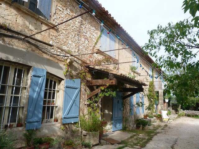 Beautiful typical provensal house - Tarascon - Huis