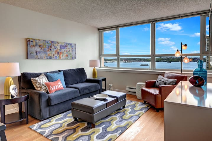 Ferry View Suite in the Heart of Downtown/Belltown - Seattle - Apartment