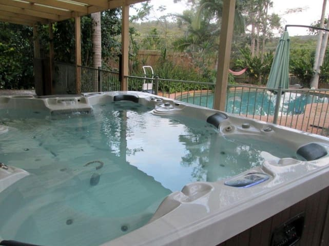 Family Friendly Wonderland with TV in Spa! - Mudgeeraba - Huoneisto