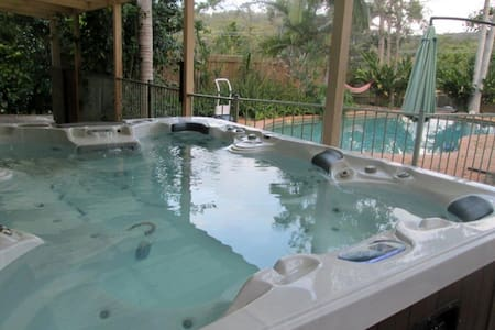 Family Friendly Wonderland with TV in Spa! - Mudgeeraba - Byt