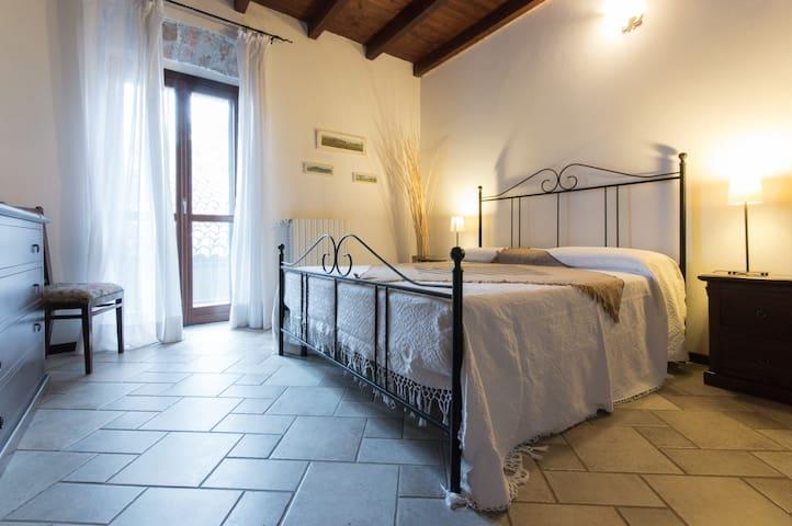 Cà Borgo Vecchio: i girasoli - Brusasco - Apartmen