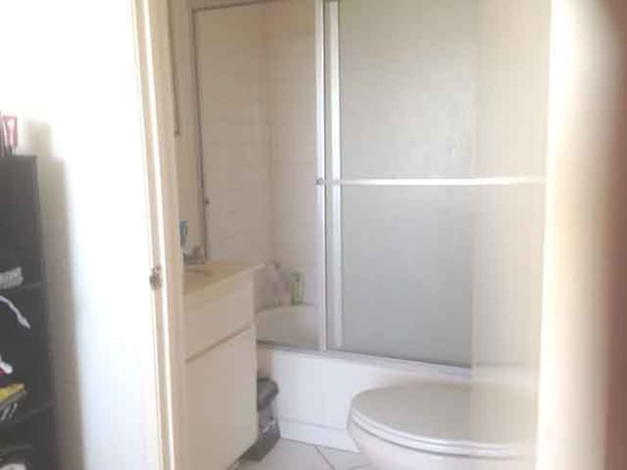 Full Bath, Great Water pressure, clean and private
