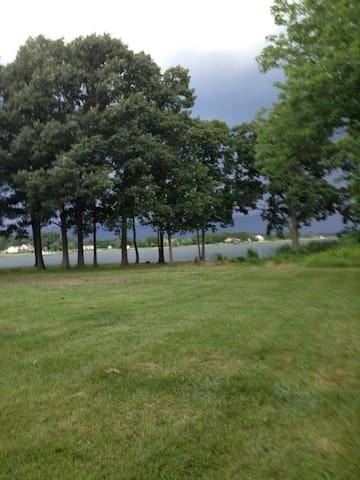 """Long Neck on Hudson""...The Cottage...Waterfowl - Cambridge - Talo"