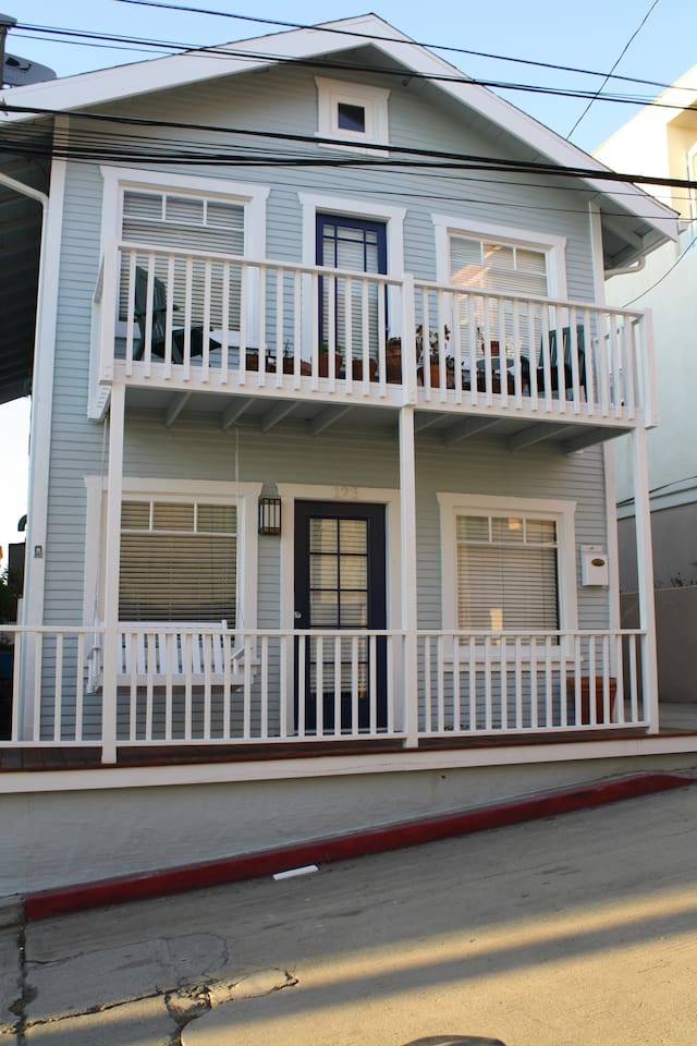 Oceanview beach house - 3 doors to the Strand and beach!