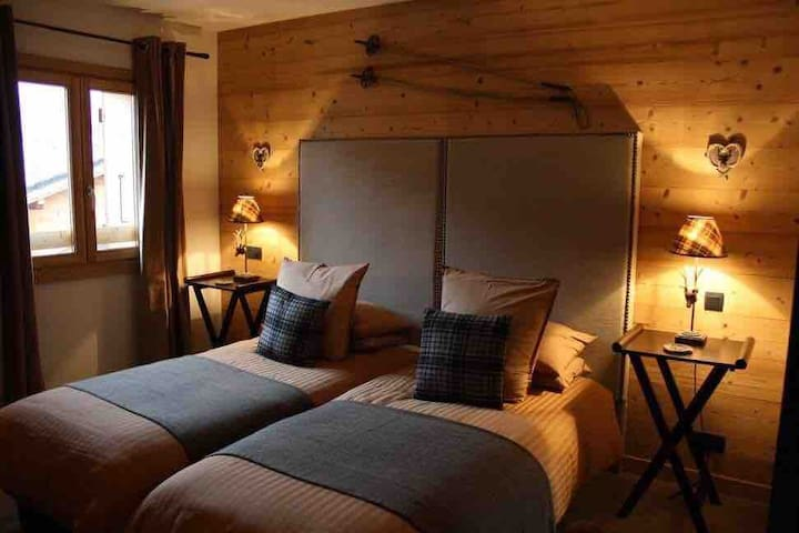 Ensuite double room in a boutique chalet- Room 1