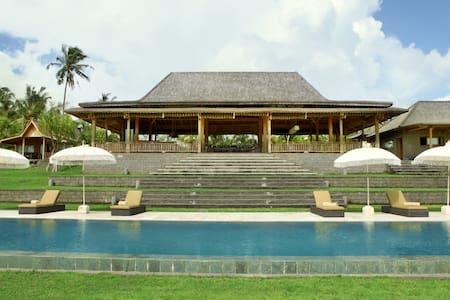 Spacious 5 bedroom Villa in Tabanan - タバナン