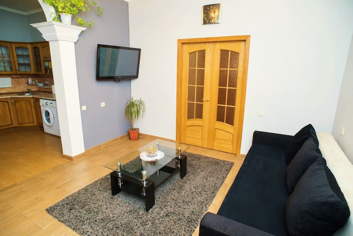 Luxury 3-Room Apartment in Center - Chisinau - Apartment