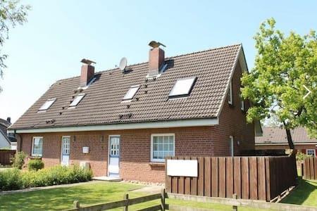 Renoviertes Haus mit Garten fußläufig  zum Meer - Friedrichskoog - Hus