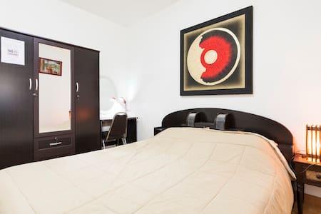 Lha's Place Homestay De Luxe room - Doi Saket - Bed & Breakfast