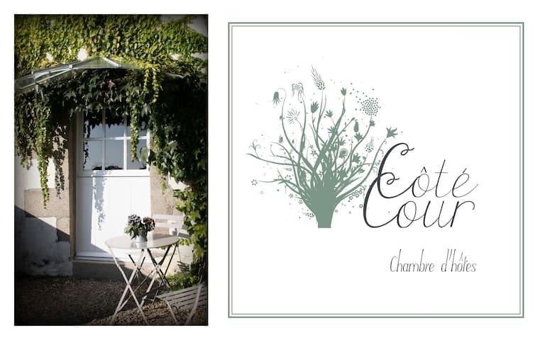 Côté Cour  - Chambre d'hôtes - Sazeray - Bed & Breakfast