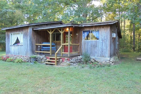 Rustic Country Cabin - South Pittsburg