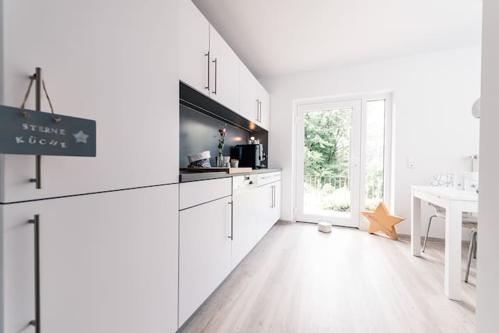 App. TWO-modern-Kölnnah-free WLAN-Terrasse-Küche