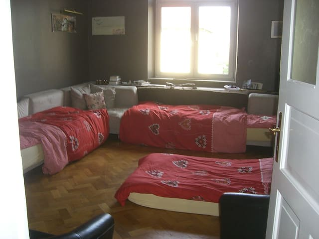 Big room, central for 1 - 4 persons