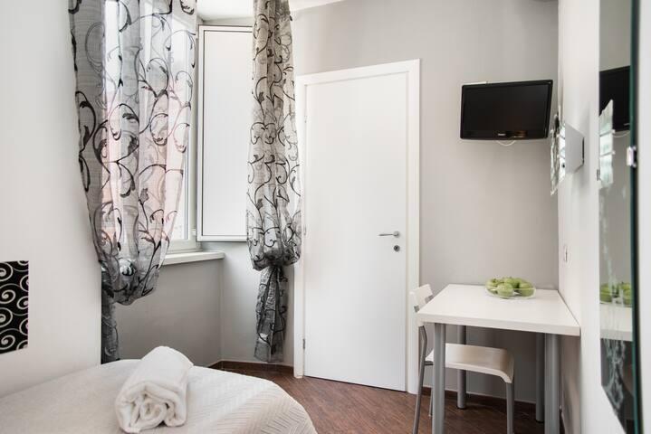 Nice single room in Rome