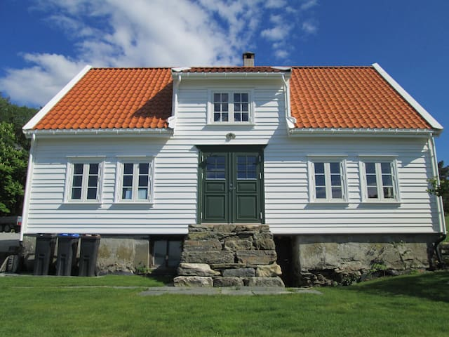 Historic old house , Skjersvik Guesthouse