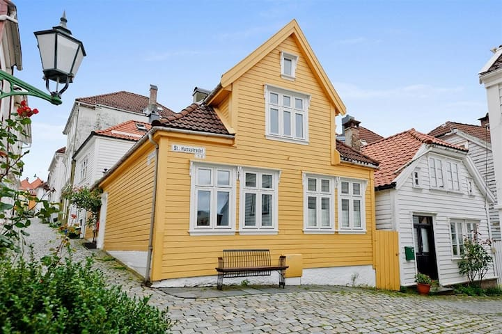 Charming Apartment Central Bergen  - Bergen - House