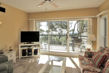 Oceanfront! 2 bed/2 bath, 2nd floor