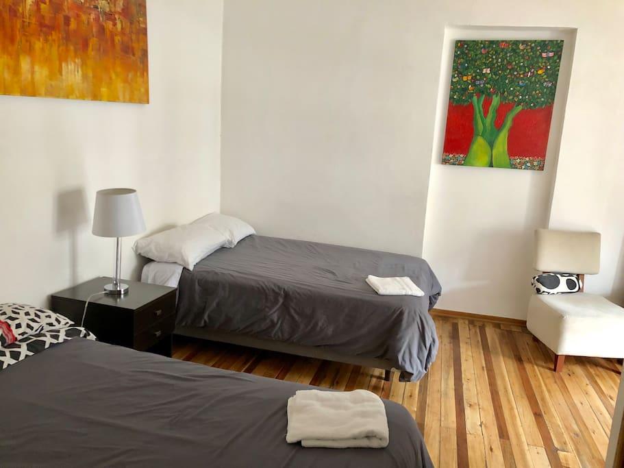 Cómodas camas de dos plazas y medias