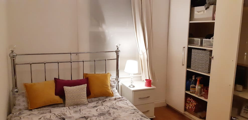 Double room light and sunny in South East London