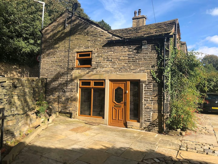 Two bedroom character house near Shibden hall