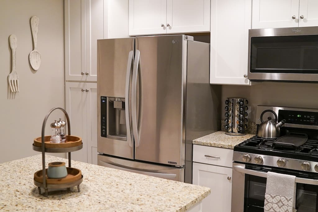 Brand New Stainless Steel Apliances and Stunning Granite Counter Tops.