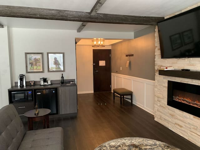 Elite Stable Suite at Cedar Stables Inn & Suites