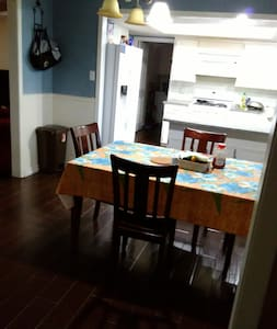 Private room in a nice home in round rock. - Round Rock