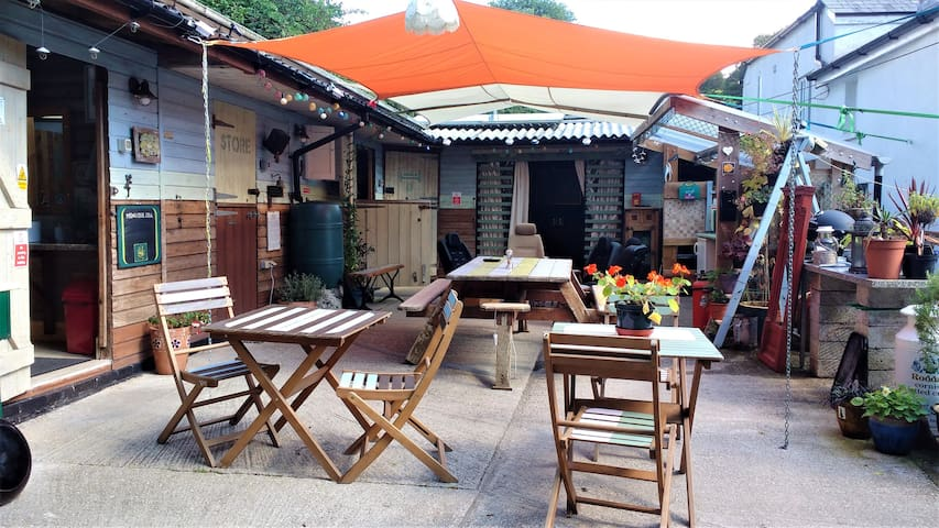 Quirky Car Free Hostel close to the Eden Project