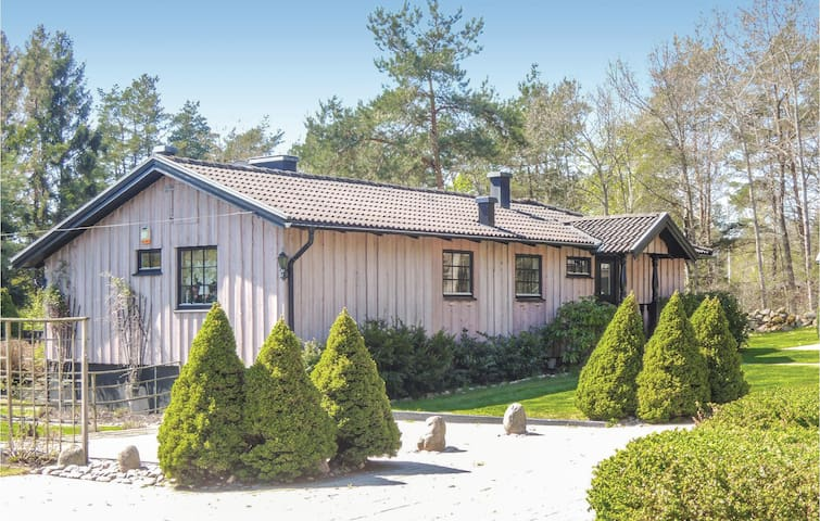 Holiday cottage with 4 bedrooms on 90 m² in Åskloster