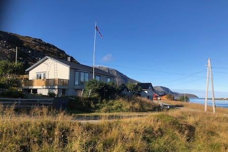 The northern light house!    Huset ved storhavet!