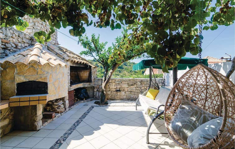 Semi-Detached with 4 bedrooms on 84m² in Kolocep