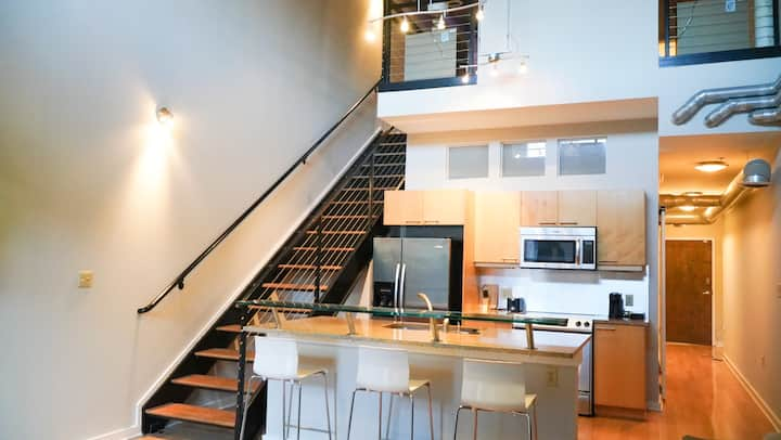 2 Queen bed loft w/ Free WiFi in Atlantic station.