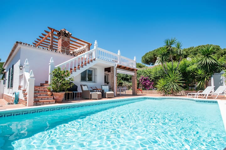 Charming villa in Costabella at the beach